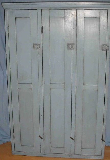 Vintage wooden locker pigeon vintage furniture for Wood lockers with doors